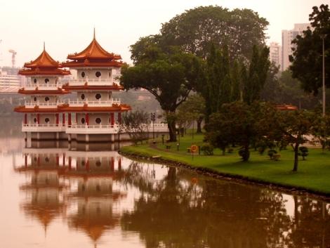 Twin Pagoda, salah satu ikon di Chinese Garden